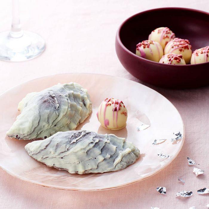 Huîtres au chocolat et perles au champagne