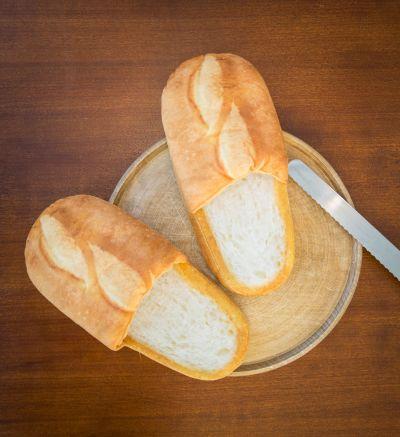 Cadeau crémaillère - Chaussons en forme de pain