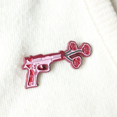 Cadeau pour sa copine - Pin's Pistolet avec des Fleurs