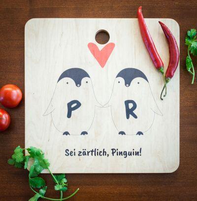 Cadeau crémaillère - Planche à découper personnalisable – Couple de Pingouins