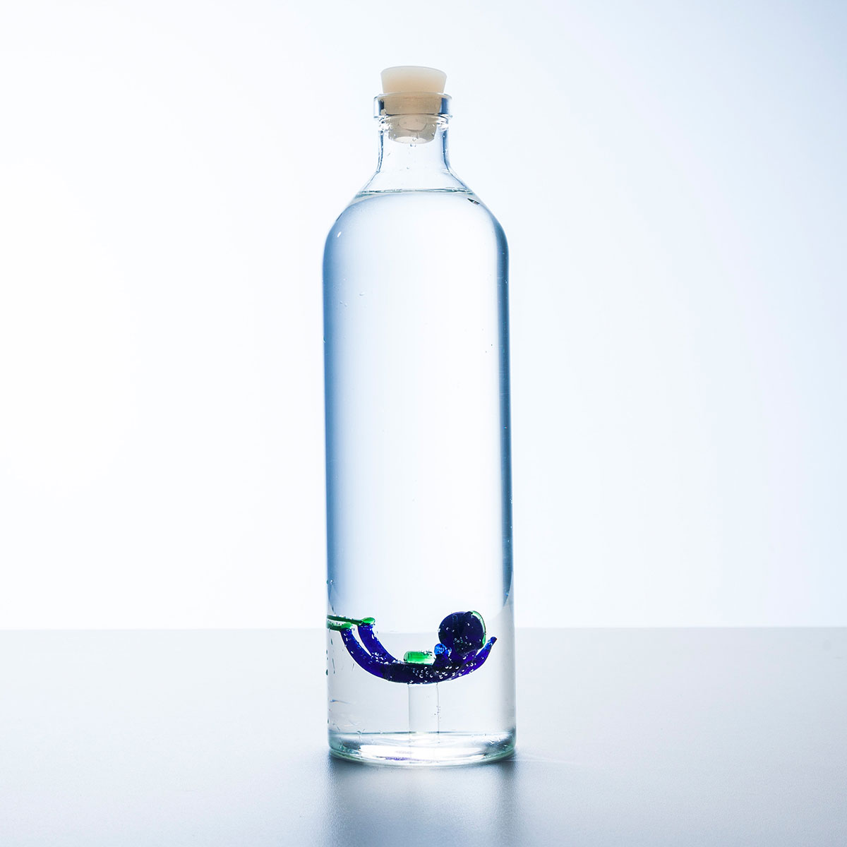 Bouteille d 39 eau avec plongeur - Bouteille en verre originale ...